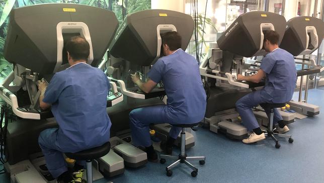 Das Team der Chirurgie am daVinci-Roboter