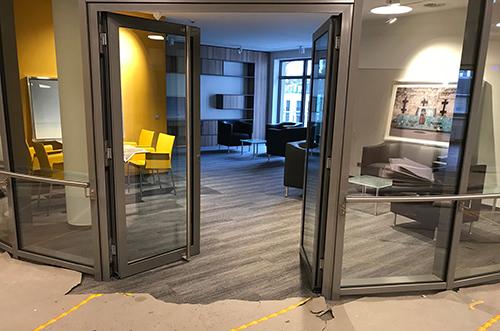 Eingang_Lounge_500x331